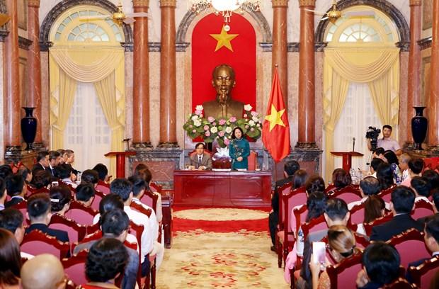 国家副主席邓氏玉盛会见越南中小企业协会代表 hinh anh 1