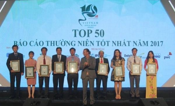 许多油气企业荣获2017年年度报告奖 hinh anh 1