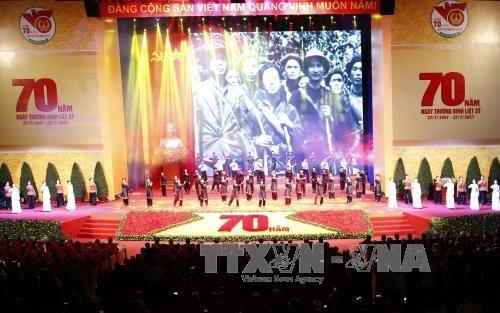 越南伤残军人与烈士日70周年纪念大会在河内隆重举行 阮富仲出席并发言 hinh anh 1