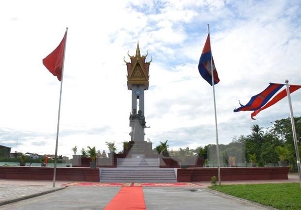 越柬友谊纪念碑在马德望省正式落成 hinh anh 1