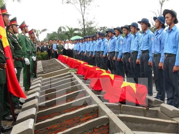 同塔省为在柬埔寨牺牲的越南志愿军和专家追悼会 hinh anh 1