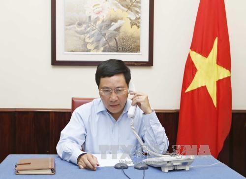 范平明就印尼海军枪伤越南渔民事件同该国外长雷特诺通电话 hinh anh 1