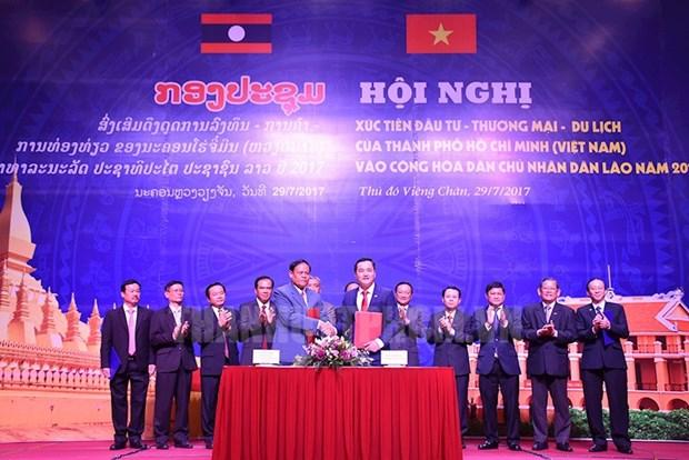 越老建交55周年:越南胡志明市投资促进会在老挝首都万象举行 hinh anh 1