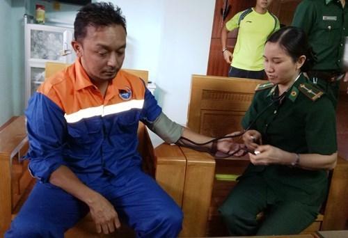 及时营救海上遇险马来西亚船员 hinh anh 1