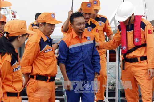 成功营救在海上遇险的菲律宾和马来西亚船员 hinh anh 1