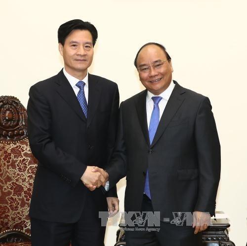 越南政府总理阮春福会见中国企业领导 hinh anh 1