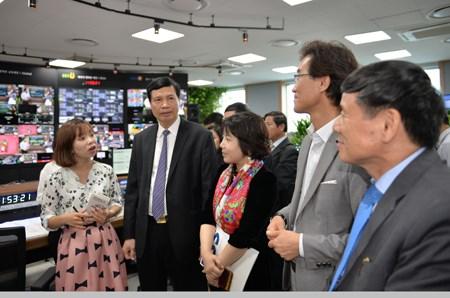 越南广宁省工作代表团赴韩国了解智慧城市建设经验 hinh anh 1