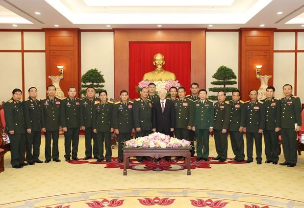 越共中央总书记阮富仲会见老挝人民军代表团 hinh anh 1