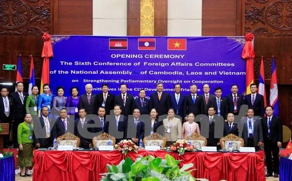 柬老越三国国会对外委员会第六次会议在老挝首都万象开幕 hinh anh 1