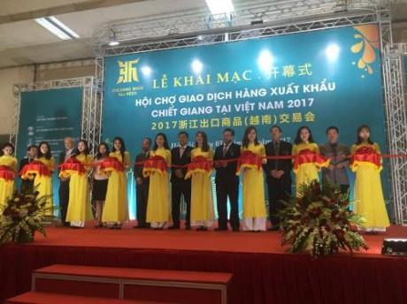 2017年第六届浙江出口商品(越南)交易会在河内开幕 hinh anh 1
