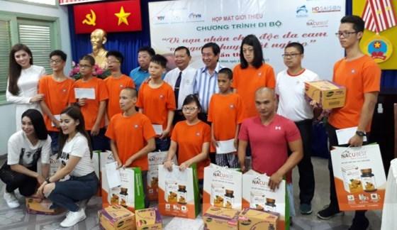 越南橙剂受害者日:5000人参加步行活动 募款帮助橙剂受害者 hinh anh 1