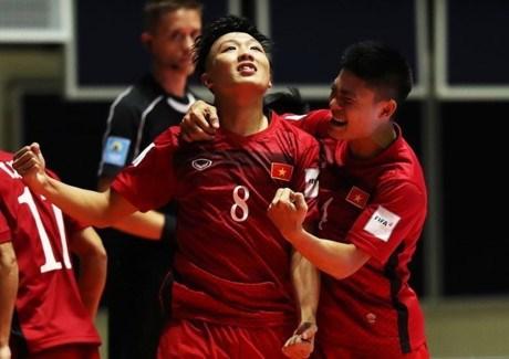 越南国家室内五人制足球队为出征第29届东运会做准备 hinh anh 1