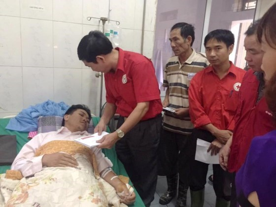 越南红十字会紧急救助暴雨洪水中的灾民 hinh anh 2