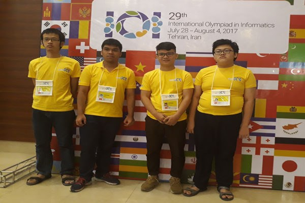 越南学生在国际信息学奥赛中大获佳绩 hinh anh 1