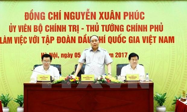 越南政府总理阮春福莅临越南国家油气集团调研 hinh anh 1