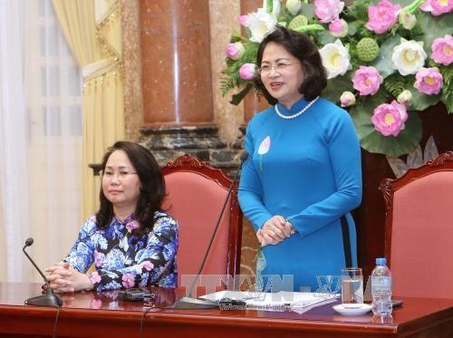 国家副主席邓氏玉盛会见西北地区各少数民族代表人士代表团 hinh anh 1
