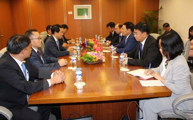 第50届东盟外长会议:越南政府副总理兼外长范平明分别与各国外长举行双边会晤 hinh anh 1