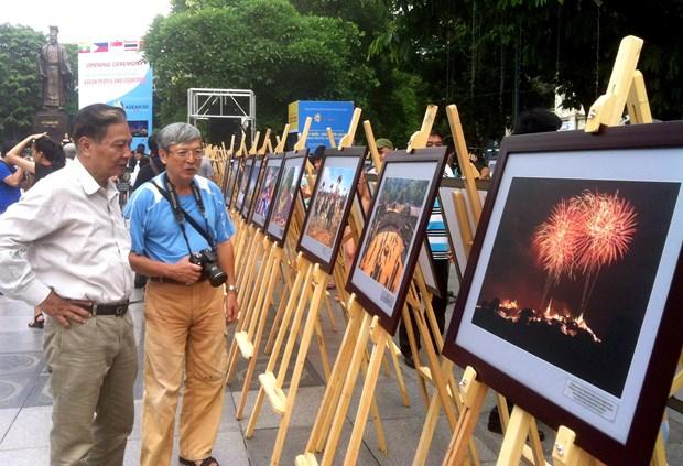 东盟成立50周年:东盟国家风土人情图片展在河内举行 hinh anh 2