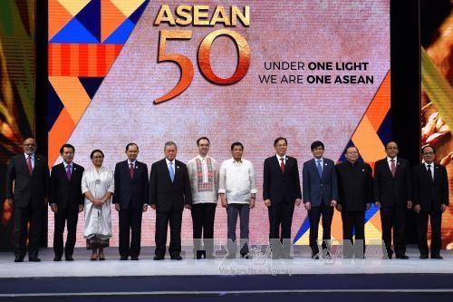 东盟共同体:东盟成立50周年——致力建设繁荣的东盟共同体 hinh anh 1