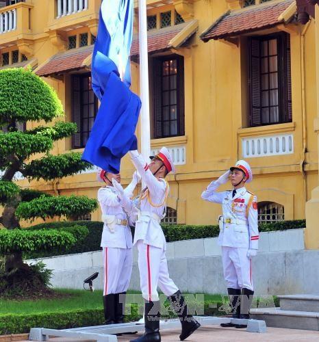 2017年东盟旗升旗仪式在河内举行 hinh anh 1
