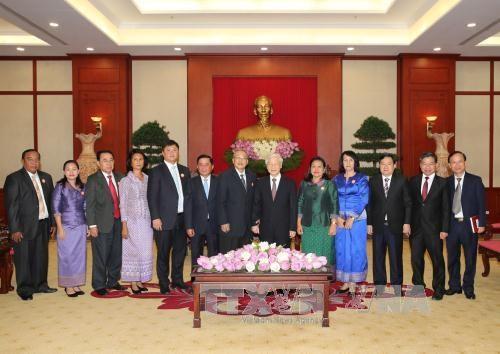 越共中央总书记阮富仲会见柬埔寨人民党中央监察委员会代表团 hinh anh 2