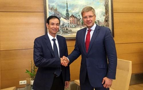 河内加强与白俄罗斯、拉脱维亚和克罗地亚三国首都的友好合作关系 hinh anh 1