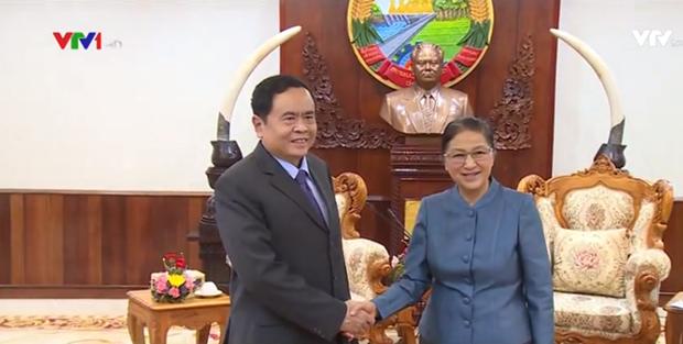 老挝国会主席巴妮·雅陶都会见越南祖国阵线中央委员会主席陈青敏 hinh anh 1
