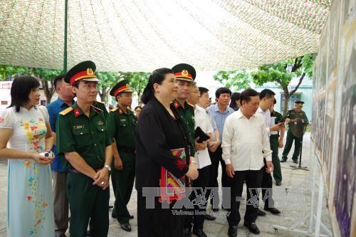 丛氏放探访和平省的老挝人民党第二次全国代表大会预备会历史遗址 hinh anh 1