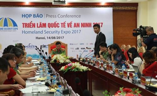 国内外50个单位将参加2017年越南国际国防军警设备展 hinh anh 1