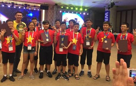 越南学生在国际奥林匹亚数学竞赛中夺得9枚奖牌 hinh anh 1