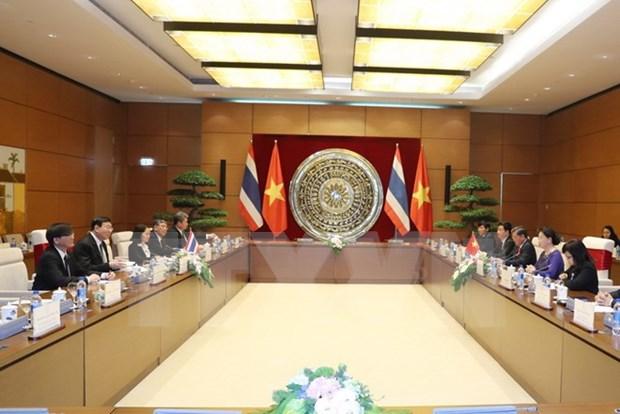越南国会主席阮氏金银与泰国国家立法议会议长蓬佩举行会谈 hinh anh 1