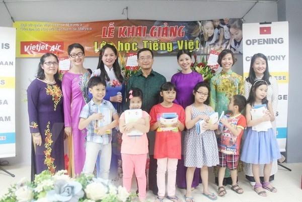 2017年海外越南教师越语培训班开班 hinh anh 1