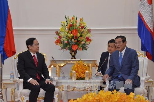 柬埔寨领导人会见越南祖国阵线中央委员会代表团 hinh anh 1