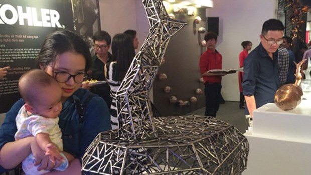 亚太和中东地区各国家和地区雕刻家的独特作品亮相河内 hinh anh 1