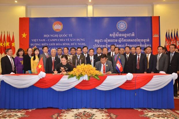 越柬建交50周年:越柬承诺携手建设和平、友谊、合作与共同发展的边界线 hinh anh 2