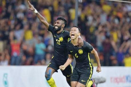 第29届东南亚运动会男足比赛:马来西亚队和缅甸队分别战胜新加坡队和老挝队 hinh anh 1