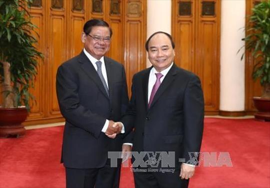 政府总理阮春福会见柬埔寨副首相兼内政大臣萨肯 hinh anh 1