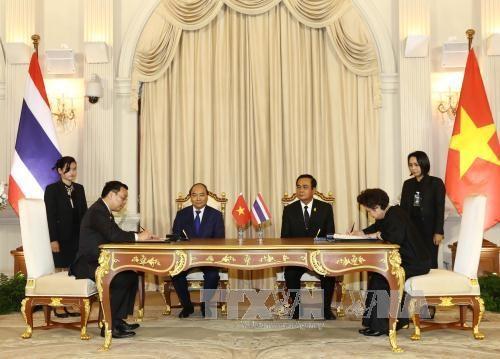 越南政府总理阮春福与泰国总理巴育·占奥差举行会谈 hinh anh 3
