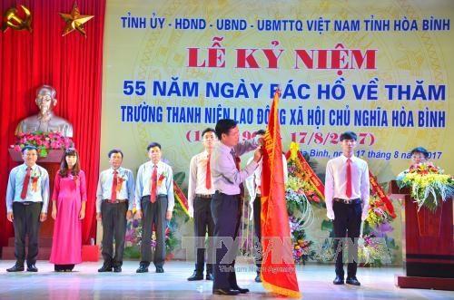 """""""胡伯伯探访和平社会主义劳动青年学校""""55周年纪念典礼在和平举行 hinh anh 1"""