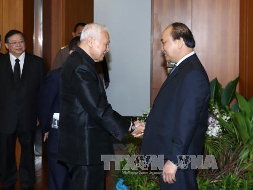 越南政府总理阮春福会见泰国枢密院主席和国家立法议会主席 hinh anh 1
