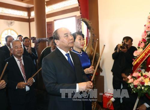 阮春福总理向前往胡志明主席纪念区敬香和敬献花圈 hinh anh 1
