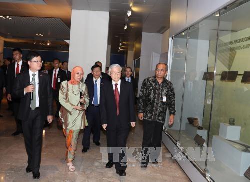 阮富仲总书记会见印尼国会议长塞特亚·诺凡多 探访越南驻印尼大使馆 hinh anh 3