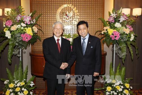 阮富仲总书记会见印尼国会议长塞特亚·诺凡多 探访越南驻印尼大使馆 hinh anh 1