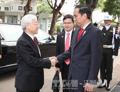 印尼总统举行隆重仪式欢迎阮富仲总书记到访 hinh anh 1