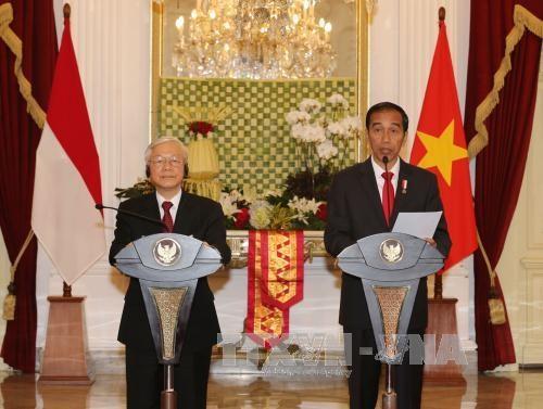 越南与印尼签署多项合作文件 hinh anh 2