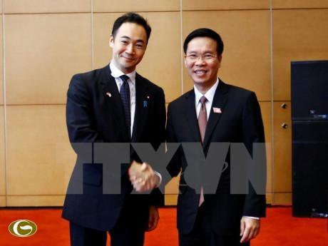 中央宣教部部长武文赏会见日本自由民主党青年局代表团 hinh anh 1