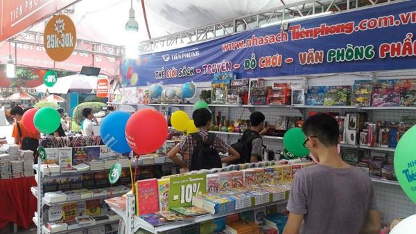 2017年第六届越南国际图书博览会热闹开展 hinh anh 4