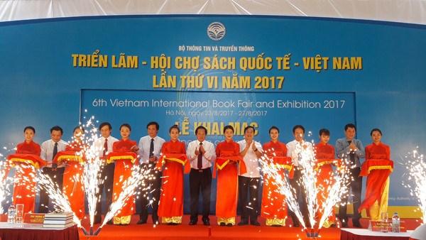2017年第六届越南国际图书博览会热闹开展 hinh anh 1