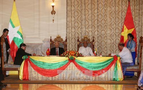 越南与缅甸签署4项合作文件 hinh anh 1