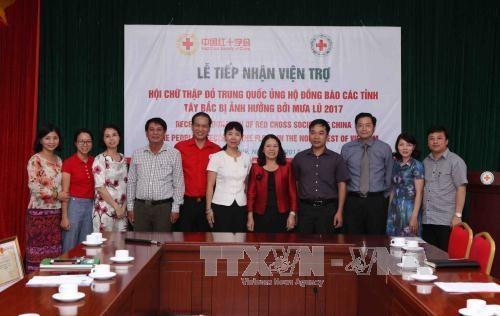 中国红十字会向越南西北地区洪水灾民提供援助 hinh anh 1